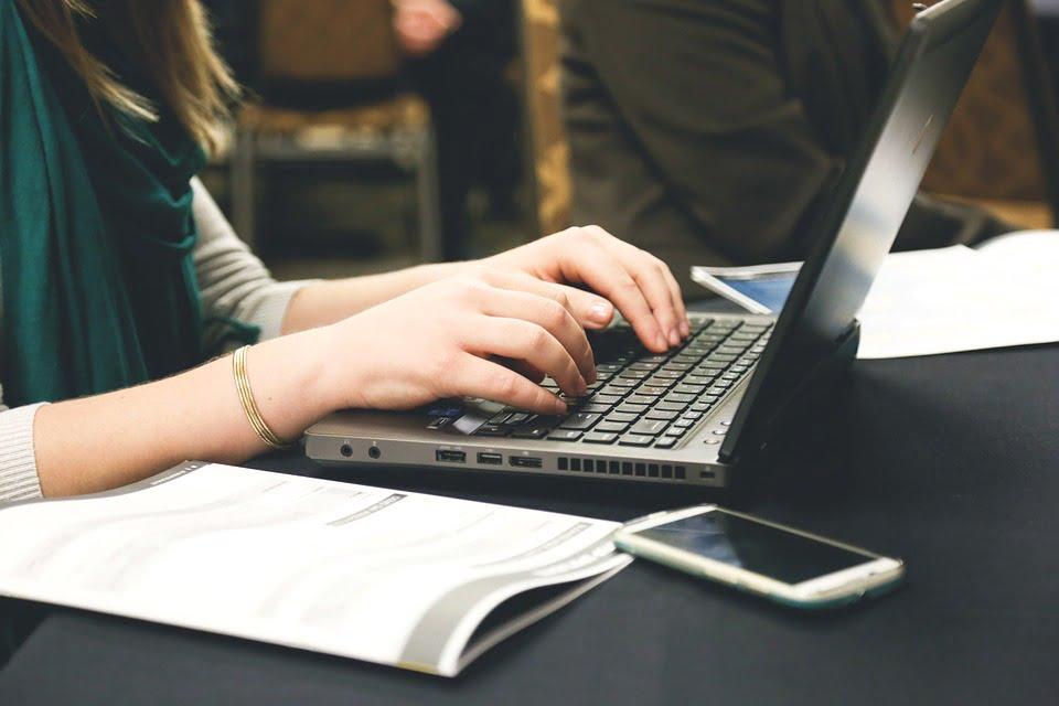 How do websites make money from traffic